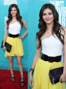 Victoria Justice in Erin Fetherston Dress