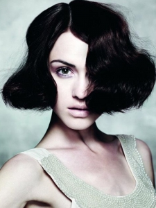 Voguish Medium Bob Hairstyle
