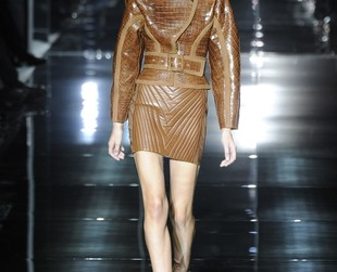 Modern, upbeat and utterly sexy. Check out the Tom Ford spring 2014 collection presented during London Fashion Week!
