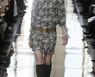 Collectible armor stood as inspiration for Tory Burch's fall 2014 RTW collection featured at NYFW, however, the designer mixed the fierce details with feminine cuts and the result is just fantastic. Check out the new line, next!