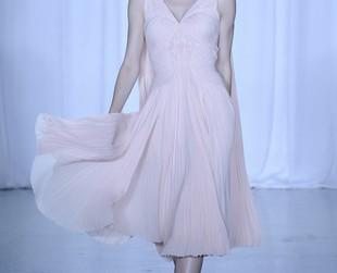 Designer Zac Posen revealed an impressive set of his trademark ultra-feminine dresses at the spring 2014 NYFW.