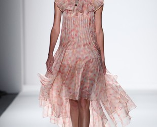 Femininity with a subtle retro vibe was the theme behind Zimmermann's spring 2014 fashion collection. Check out the new looks!