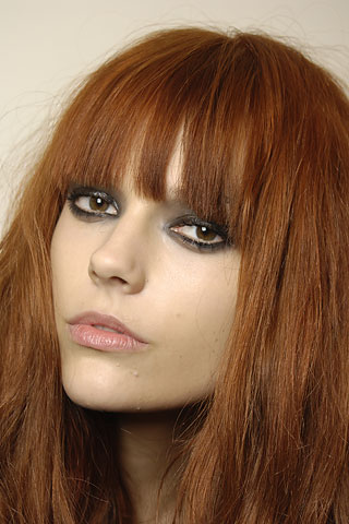 Fall 2008 Makeup Trends for eyes, lips and face, top 10 most important makeup trends of the season straight from the runway: smokey eyes, golden eyes, false lashes, eye shadow color trends, lipstick trends and many others!