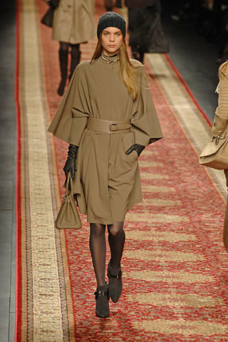 Fashion Trends of Fall Winter '07-'08 Reports of runway looks and the top fashion designer clothing.
