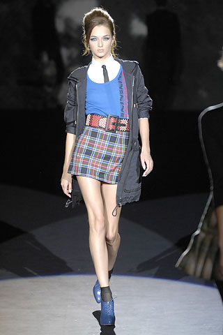 Gwen Stefani released her new LAMB collection for Spring 2008, see it detailed with pictures and fashion report.