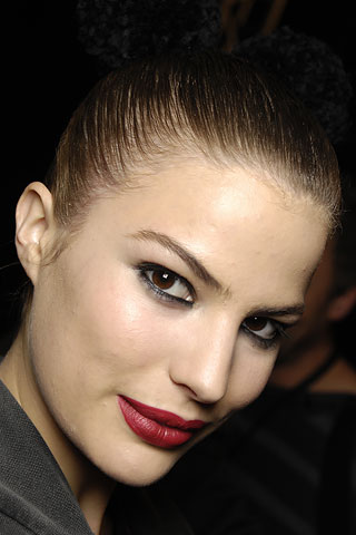 Check out the new trends in makeup for fall winter 2008 2009 - how to wear them and how to choose the best color for your skin tone!