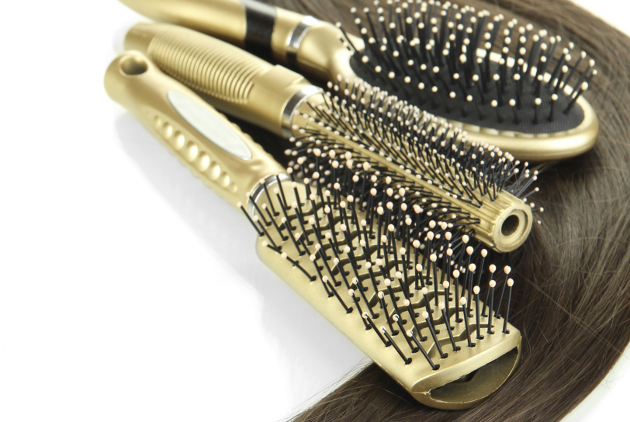 How to Clean Hairbrushes and Combs
