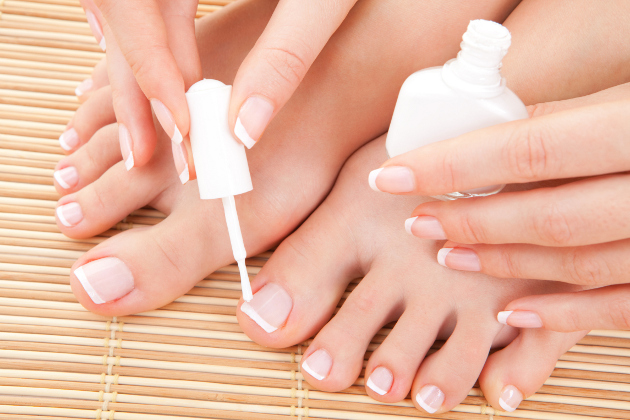 How to Make Your Own French Pedicure