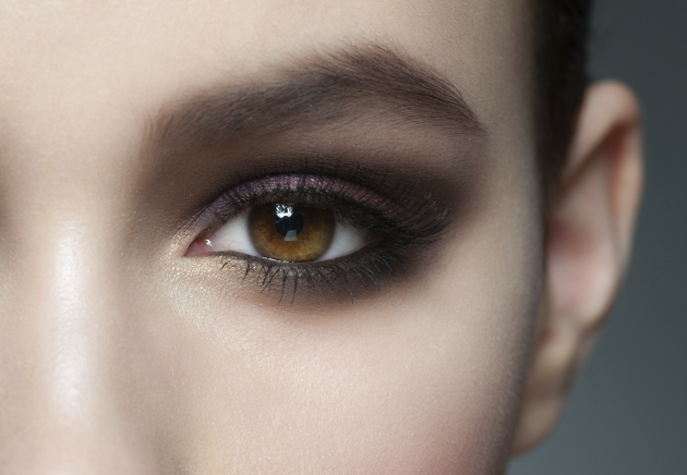 Emphasize Your Eye Color with Makeup