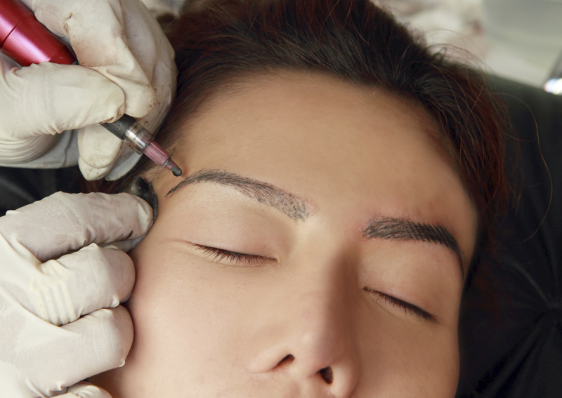 Permanent eyebrow tattoos are great for women who can't stand plucking their eyebrows, who don't have a nice eyebrow shape which cannot be corrected, for women with hair loss problems and for busy women.