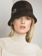 Short-brimmed hats