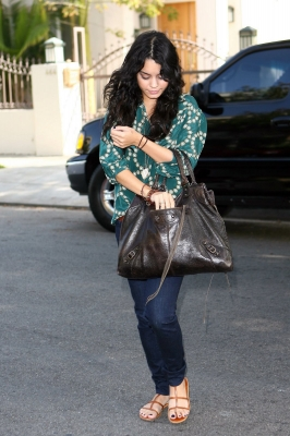 Vanessa Hudgens Fashion Style Tips