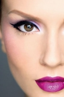 How to Make Eyeliner Stay In Place.