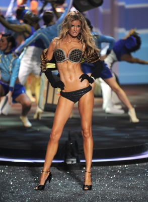 Angel Marisa Miller modelling the $3 million diamond-encrusted Fantasy Bra