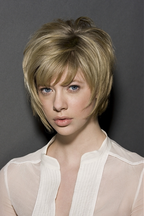 Cute Medium Short Hairstyles for Round Faces