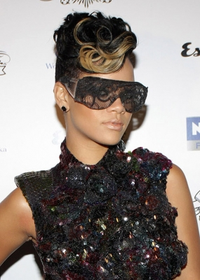 Get Rihanna S Curly Mohawk Hairstyle
