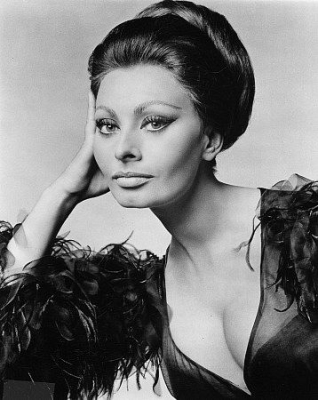 From short to long hairstyles and updo hairstyles Sophia Loren always looked