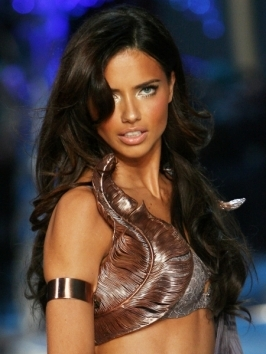 Adriana Lima Haircut on Adriana Lima Looks Great With All Types Of Hairstyles Because Her Hair