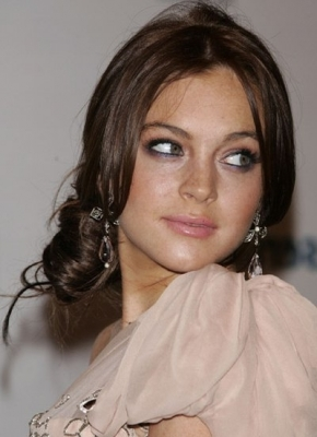 Lindsay Lohan further polished her refined style with a mild and more sophisticated brunette hair color.