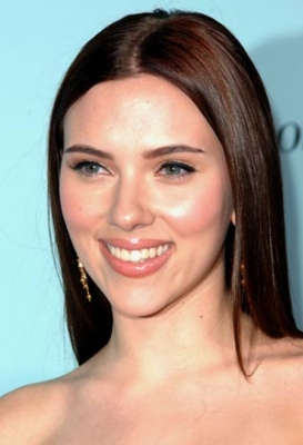 New brunette Scarlett Johansson outshines drab blonde