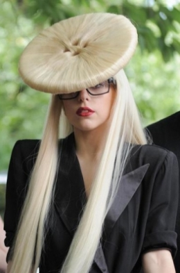 lady gaga buton hair