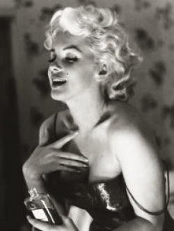 marilyn wearing Chanel no.5