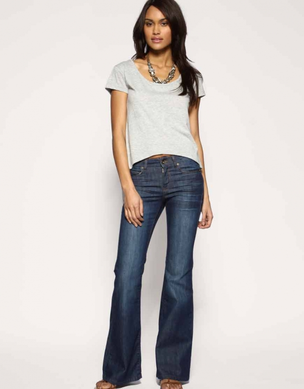 Guide: How To Find Skinny Jeans For Petite Women How to find the perfect skinny jeans for short women When you have legs that are on the shorter side of petite and you struggle to find skinny jeans that don't stack at the ankles or a pair that you don't have to hem, it's a dream come true.
