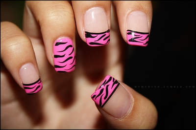 take a look at the animal print nail art trend in order to pull off a dream manicure style for the plain week days