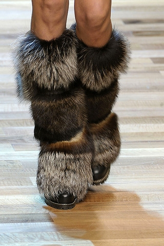 Shop womens fur boots cheap sale online, you can buy winter faux fur boots, fur lined boots, black fur boots, ankle snow boots for women at wholesale prices .