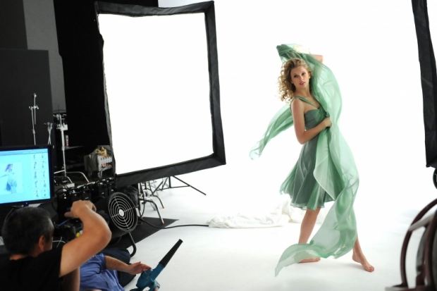 Taylor Swift Behind the Scenes Cover Girl Ad