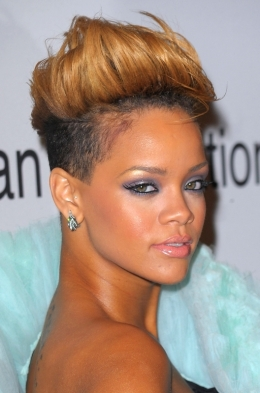 Rihanna hair at the 2010 Grammys