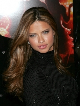 Model Adriana Lima has managed to dazzle with her natural beauty. This green eyed hot babe doesn't only have a prefect body she has the perfect hair and facial features that take to the top of the most beautiful women in the world.