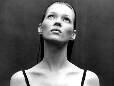 Kate Moss is an English supermodel which managed to make herself world renowned due to her natural beauty and gorgeous slim figure. A model who still manages to make her presence felt on the catwalks, Kate Moss is indeed a supermodel.