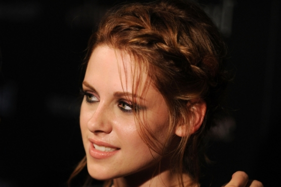 to help you learn how to get Kristen Stewart's braided updo hairstyle: