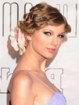 Taylor Swift updo