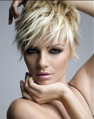 In order for short hairstyles to achieve the perfect messy look,choppy