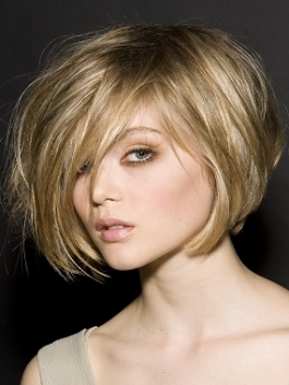 http://static.becomegorgeous.com/img/arts/2010/Mar/09/1881/newinvertedbobhaircuts7_thumb.jpg