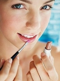How to Apply Lip Liner