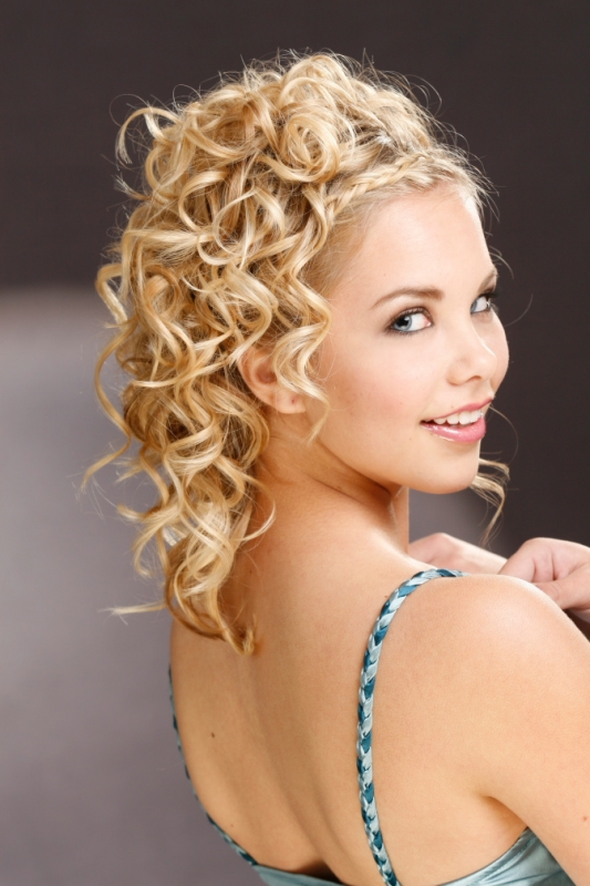 Face Slimming Updos|