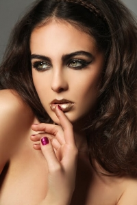 Golden Smokey Eyes Summer Make Up
