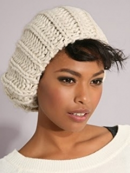 Cool Hat Hair Styles for Winter 85366dbbb786