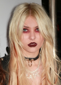 Taylor Momsen Blames Parents for Gloomy Life