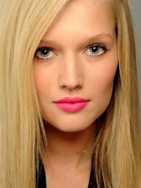 Neon pink lips spring 2011 makeup trends