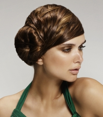 some of the most stylish side swept hairstyles to inspire yourself from: