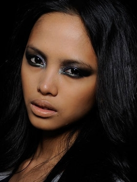 Metallic Smokey Eyes Makeup 2011
