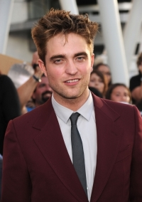 Robert Pattinson is Auctioned for Charity