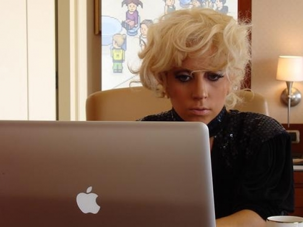 Lady Gaga quits Twitter for Charity