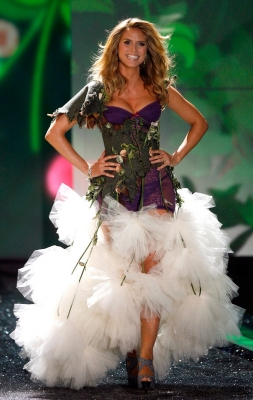 Heidi Klum is a highly popular model known best after her appearance on Victoria's Secret fashion shows and her marriage to singer Seal. Heidi is a mother of four and still manages to look outstanding on and off the runway.