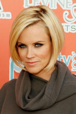 <br /><br />2007 is indeed a landmark when it comes of the most stylish hair styles of Jenny McCarthy. Versatility this time is expressed by a brand new Bob do that lived its heyday in this very year. More and more celebs were spotted popularizing this trend. The actress was no exception when becoming  a real hair style icon with a cute inverted Bob worth of considering when skimming through the various haircut designs.<br /><br /><br />