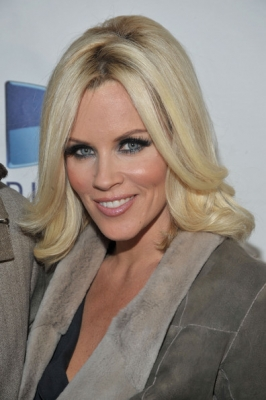 <br />The Bob period was officially over when Jenny McCarthy revealed her brand new look on the red carpet in 2009. This time she wears a medium do with flipped out ends and shaggy layers. This is indeed the transitional period to go for the old time longer locks. Jenny decided to popularized the versatile and fab graduated hair styles that were soon resurrected and upgraded by great hair stylists.<br /><br />